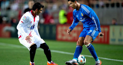 Sevilla's Jose Antonio Reyes (L) fighting for the ball against Real Madrid' Cristiano Ronaldo at the Ramon Sanchez Pizjuan Stadium on Mar 26, 2014. Sevilla won 2-1.